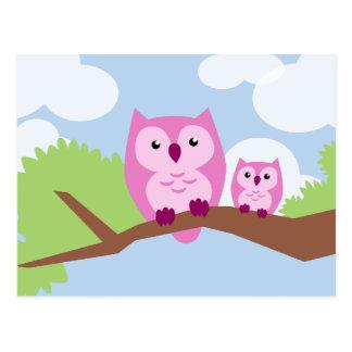 Mamá y bebé rosados lindos del búho tarjetas postales