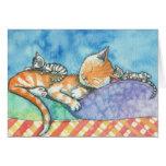 Mamá y la tarjeta de los gatos de los gemelos por