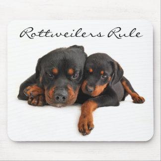 Mamá y perrito Rottweiler Mousepad de la regla de