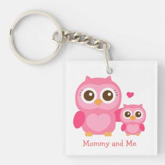 Mamá y yo, búho lindo del bebé, rosado llavero cuadrado acrílico a doble cara