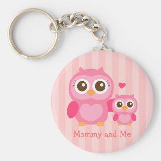 Mamá y yo, búho lindo del bebé, rosado llavero redondo tipo pin