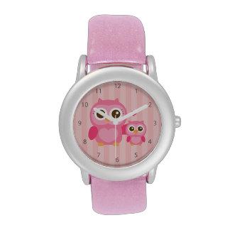 Mamá y yo, búho lindo del bebé, rosado relojes