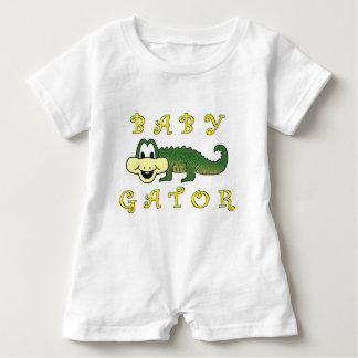 Mameluco de OneZ del cocodrilo del bebé