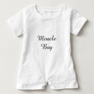 Mameluco del bebé del muchacho del milagro