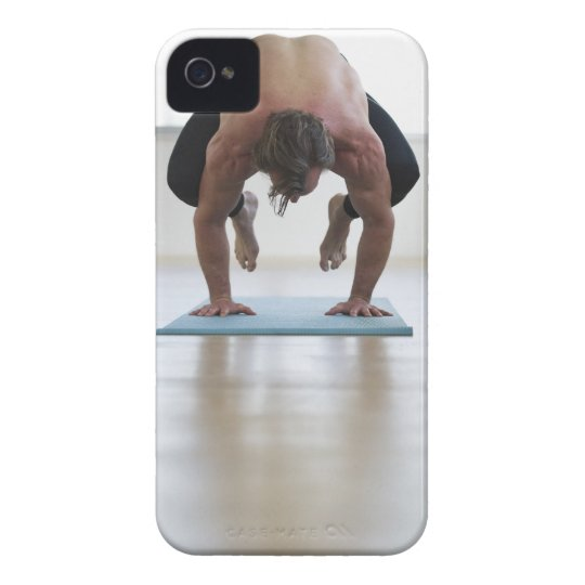 Man doing workout on yoga mat iPhone 4 cover
