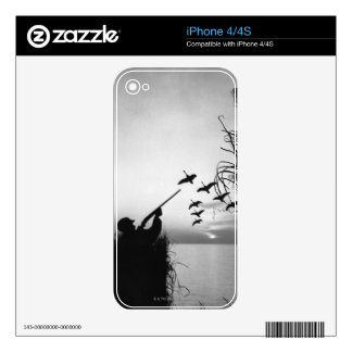 Man Duck Hunting iPhone 4S Skin