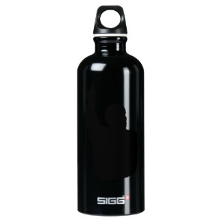man pointing up shadow SIGG traveler 0.6L water bottle