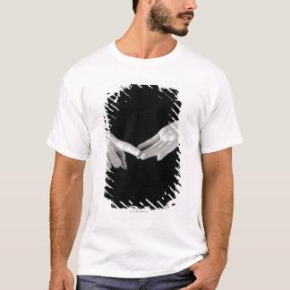 Man signing letter o in British sign language, T-Shirt