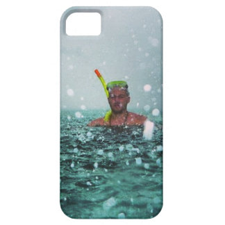 Man snorkelling in a stormy sea iPhone SE/5/5s case