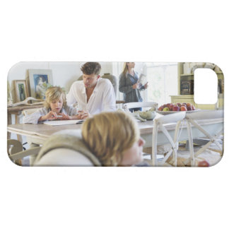Man teaching little boy while family members iPhone SE/5/5s case