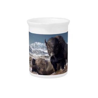Manada del bisonte en invierno jarra para bebida