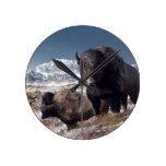 Manada del bisonte en invierno reloj de pared