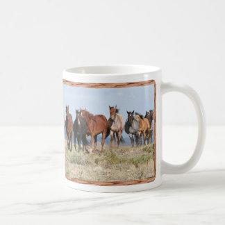 Manada del caballo de la cumbre taza de café