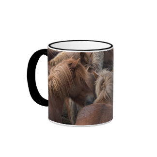 Manada del caballo islandés taza a dos colores