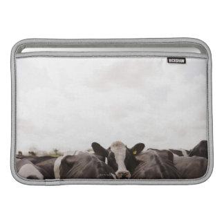 Manada del ganado y del cielo cubierto 2 funda para macbook air