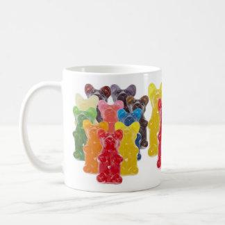Manadas gomosas lindas divertidas del oso taza clásica