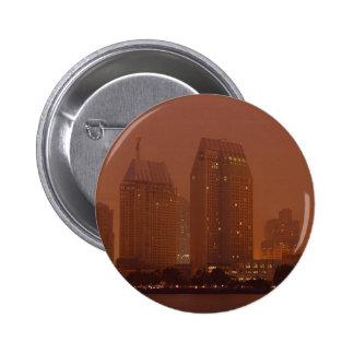 Mañana 3 de la niebla de las ciudades de la ciudad pins