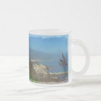 Mañana brumosa en el punto de Nobska - Cape Cod mA Taza Cristal Mate