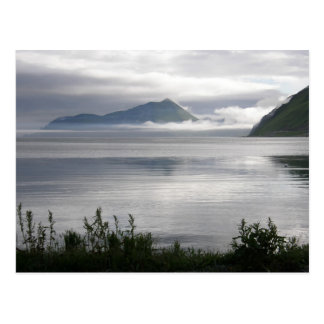Mañana brumosa en la bahía de Illiuliuk, isla de U Tarjeta Postal