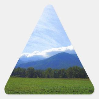 Mañana de la ensenada de Cades Pegatina Triangular