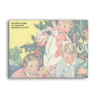 Mañana de navidad del vintage, niños que abren los sobres