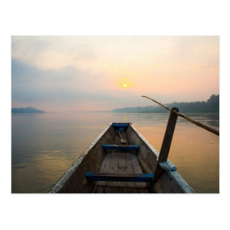 Mañana del lago con el barco postal