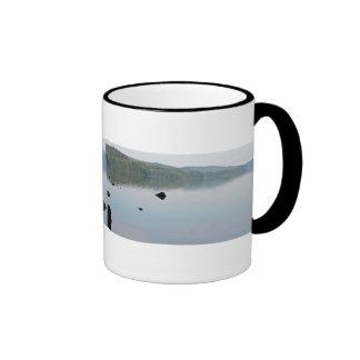 Mañana en el lago Odell, Oregon Taza A Dos Colores