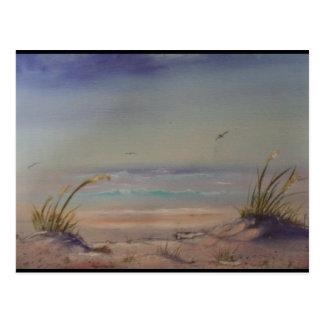 Mañana en la línea de productos de la playa tarjeta postal
