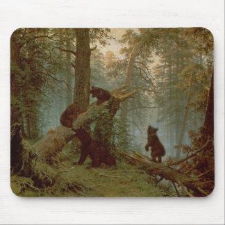 Mañana en un bosque del pino, 1889 alfombrilla de raton