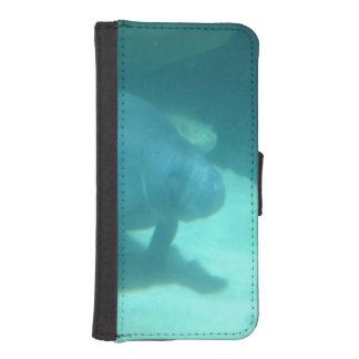 Manatee que flota en el suelo marino fundas billetera para teléfono
