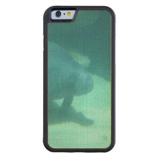 Manatee que flota en el suelo marino funda de iPhone 6 bumper arce