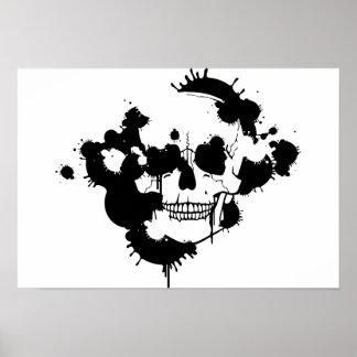 Manchas blancas /negras de la tinta que crean una posters