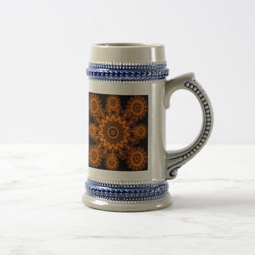 Mandala anaranjada y negra del copo de nieve del t jarra de cerveza