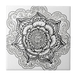 Mandala blanco y negro tejas