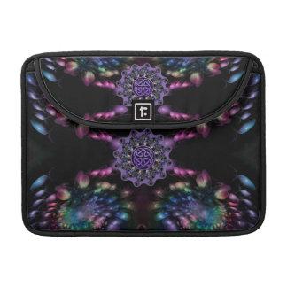 Mandala céltica de Knotwork de la flor del fractal Fundas Para Macbook Pro