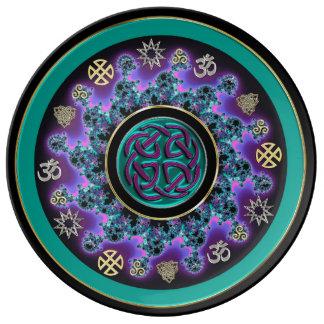 Mandala céltica en verde con símbolos místicos platos de cerámica