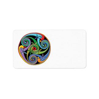 Mandala céltica hermosa con remolinos coloridos etiqueta de dirección