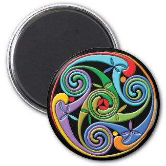 Mandala céltica hermosa con remolinos coloridos imán redondo 5 cm