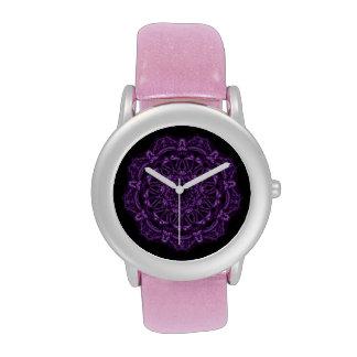 Mandala de color morado oscuro del rezo relojes de pulsera