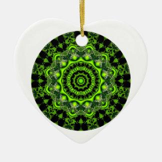 Mandala de la bóveda del bosque, maderas verdes adorno navideño de cerámica en forma de corazón