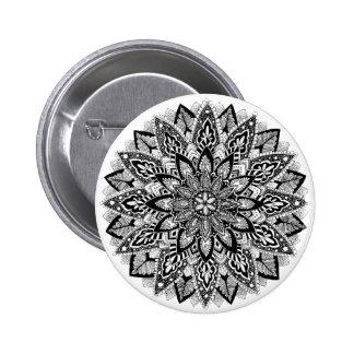 Mandala de la flor blanco y negro pin redondo 5 cm