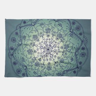 Mandala de la luna de cosecha - crepúsculo toalla de mano