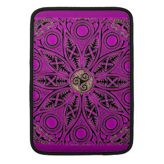 Mandala de Triskele del Celtic de las rosas Funda Macbook Air