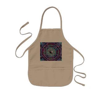 Mandala de Yin Yang en colores púrpuras Delantales