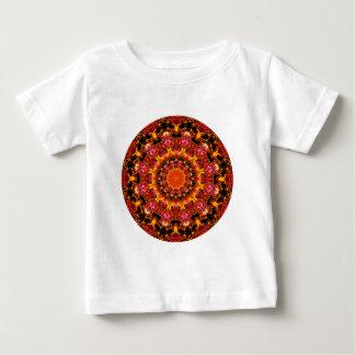 Mandala del oro que brilla, ámbar anaranjado rojo remeras
