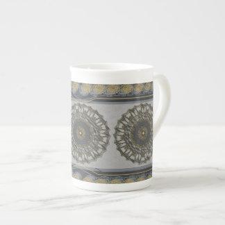Mandala gris del oro taza de porcelana