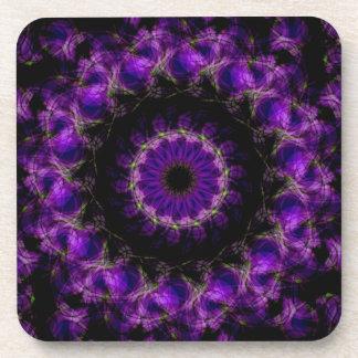 Mandala púrpura del caleidoscopio de los anillos d posavasos de bebida