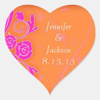 Mandarina y rosas rosados que casan a los pegatina en forma de corazón