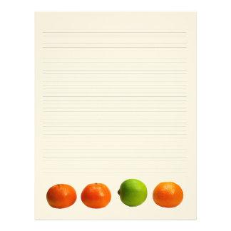 Mandarinas y papel con membrete alineado cal membretes personalizados