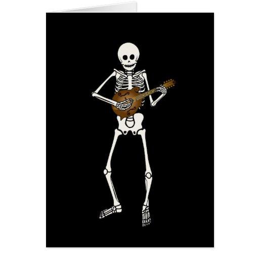 Mandolina que juega el esqueleto tarjeta de felicitación